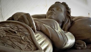 Sarcofago Julieta (Warrior Nun)